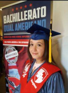 Primera alumna de SAM graduada en Bachillerato dual americano