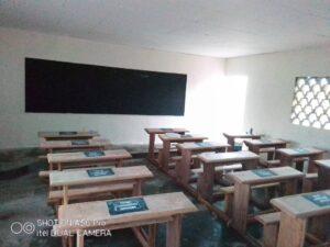 Inauguración de aula en el Colegio Manewang (Manjo, Camerún)